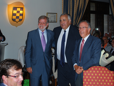 Antonio Ventura junto con Juan Carlos Rodríguez Ibarra y Marcelino Oreja